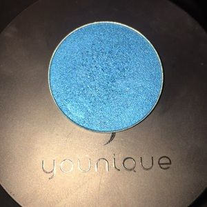 YOUNIQUE| SINGLE SHADOW COMPACT| THANKFUL💙